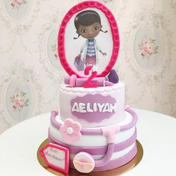 Gâteau Docteur la Peluche et instruments