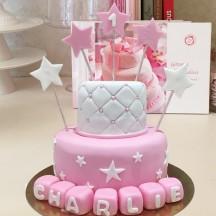 Gâteau Etoiles Suspendues et Cubes
