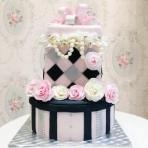 Gâteau Boite et Collier de perles