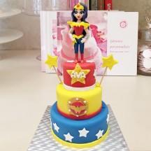 Gâteau Wonder Woman sculpture