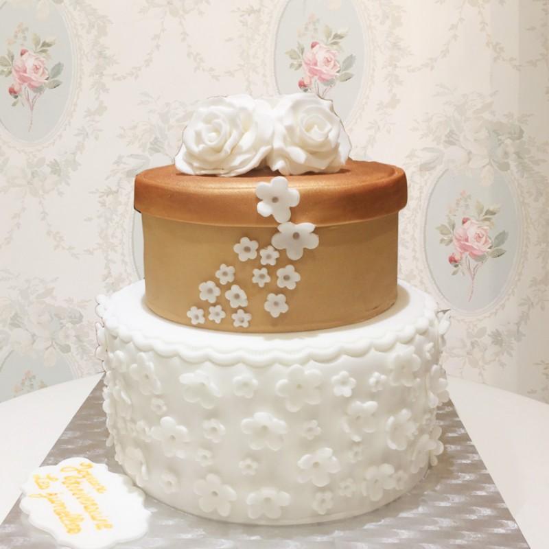 gâteau boite et fleurs - debogato paris