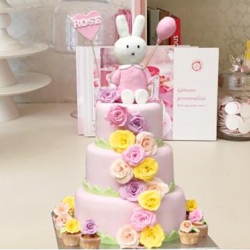 Gâteau Lapin et Cascade de Roses