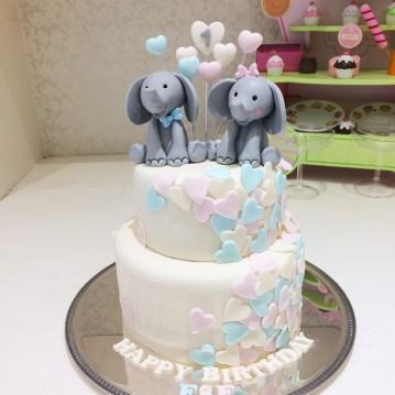 Gâteau bébés éléphants et coeurs