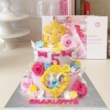 Gâteau Couronne Médaillon et Rose